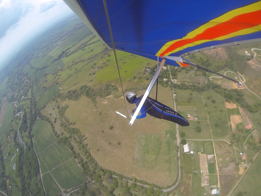 hang-gliding-tourism-colombia