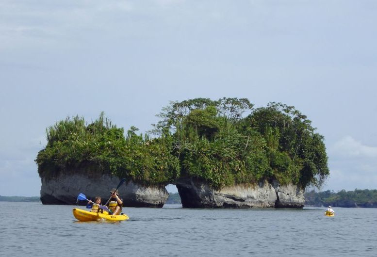 kayaking_bay_malaga_tourism_colombia