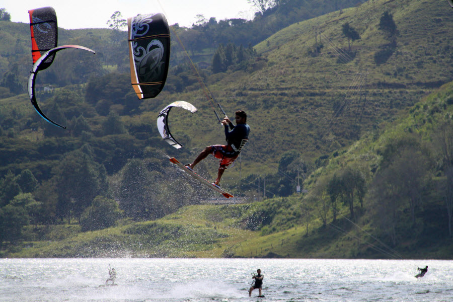 kite_surfing_colombia_tourism_adventure