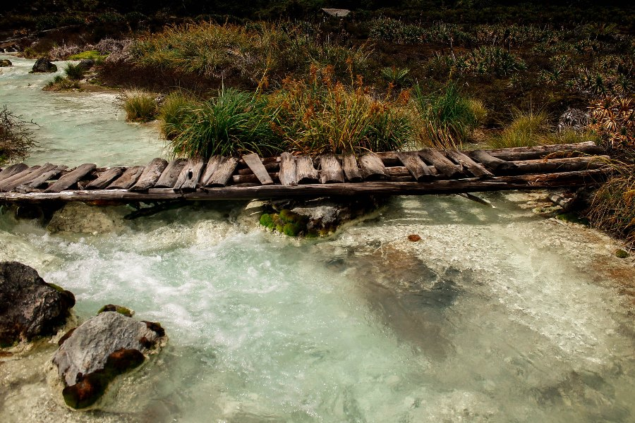 The trail is designed so that visiors may fully appreciate the source of thermal waters width=