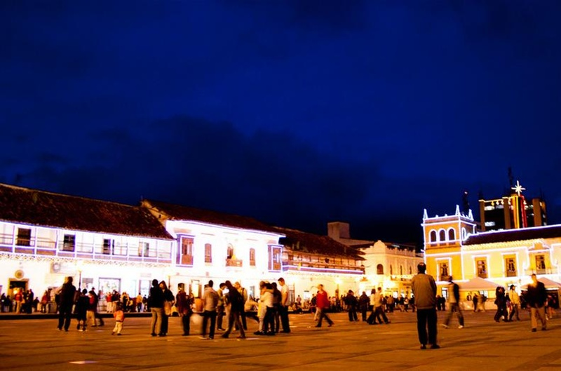square_bolivar_at_night_tunja_travel_colombia