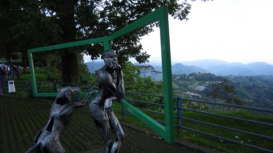 manizales_sculptures_colombia_travel_guide