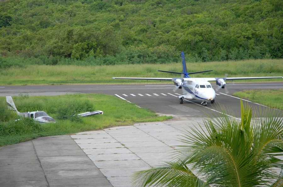 airport_providencia_travel_santa_catalina_colombia