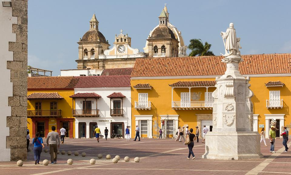 cartagena_plaza_aduana_colombia_travel