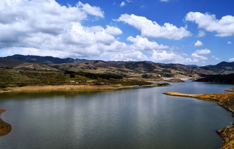 bolivar_valle_embalse_guacas_colombia_travel
