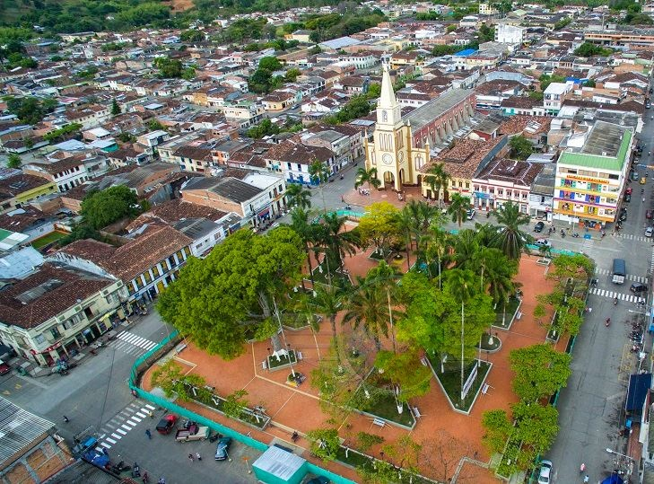 caicedonia_valle_plaza_principal_colombia_travel