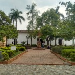 plaza_santa_barbara_santafe_antioquia_colombia_travel