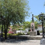 plazuela_chiquinquira_santafe_antioquia_colombia_travel_icons