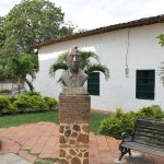 santafe_antioquia_estatua_jorge_robledo_colombia_travel