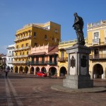 cartagena_plaza_coches_turismo_colombia-travel